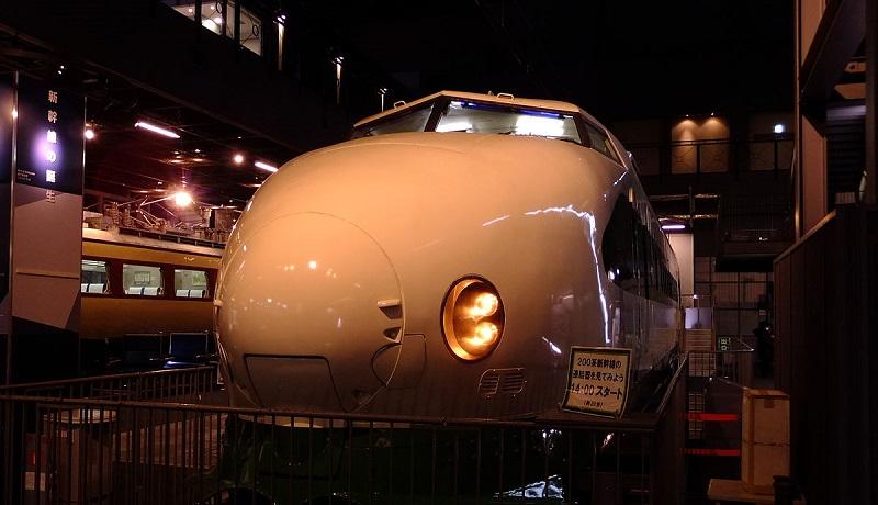視覚障がい者向けツアー「五感で楽しむ鉄道博物館貸切ナイトミュージアム」を開催