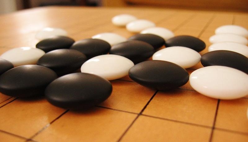 囲碁AI「アルファ碁」が自己学習で進化 グーグル