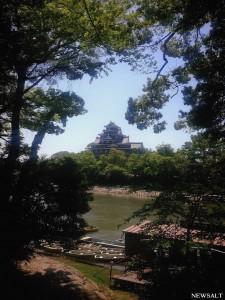漆黒の天守閣と広大な庭園が魅力 「岡山城」