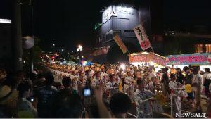 夜明かりの中、優雅に舞い踊る 「山鹿灯篭祭り」熊本