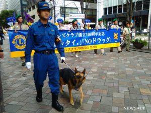 パレードに花を添える東京五輪金メダリストの金藤選手