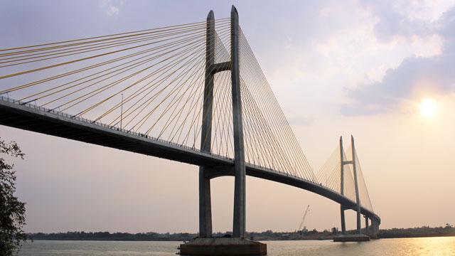カンボジア、メコン川に日本支援の橋が開通 ベトナム、タイまで1本