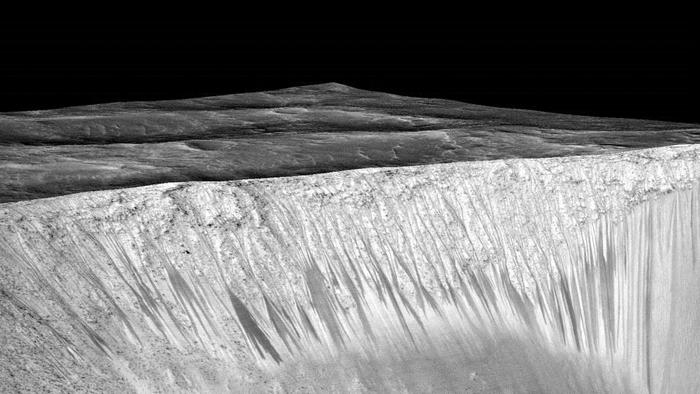火星に水が流れている証拠を発見 NASA