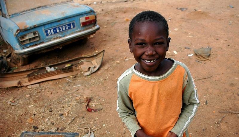 セネガルでマラリア対策に蚊帳配布 子供向けに使用法をイラスト化