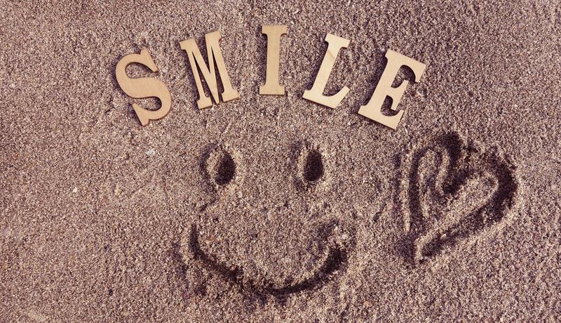 AIで接客教育 「ステキな笑顔」解析で感情を点数化