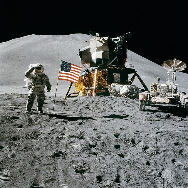 月面への人類最初の一歩を記録したカメラ、発見される