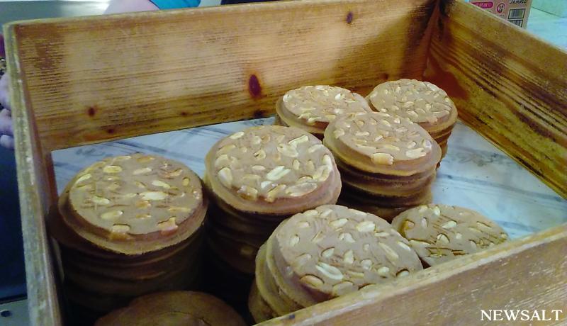 ご当地自慢を探せ!(10)ピーナッツぎっしり 津軽の手焼きせんべい