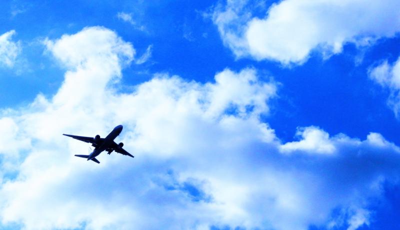クリスマスシーズンに飛行機が遅れるのはなぜ?