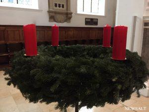 2016年ドイツクリスマス便り(1) 地味でシブい!がいい 聖アンナ教会のツリー