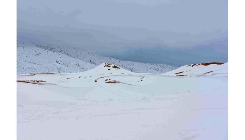 サハラ砂漠で1mの積雪