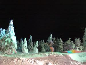 山形蔵王で樹氷ライトアップ 奇跡的な地理条件で生まれた美の巨人