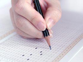 大学入試センター試験、受験者数と現役志願率ともに増加