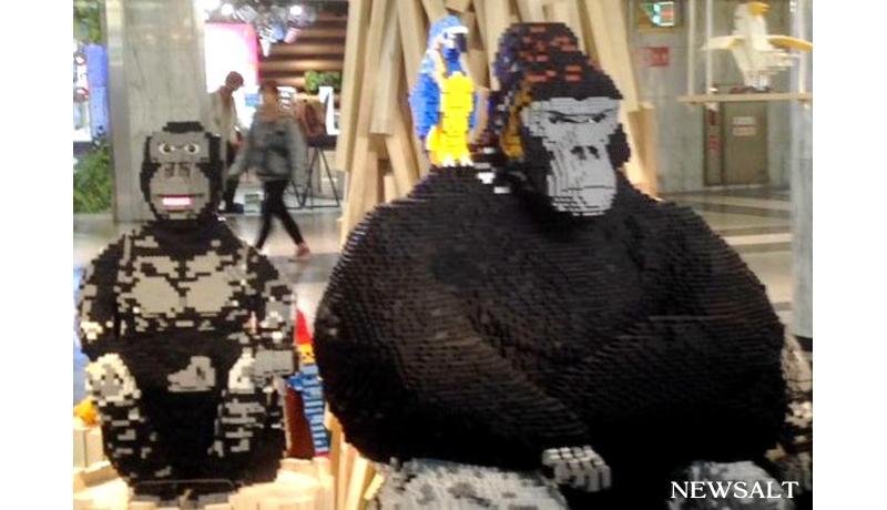 レゴ製の「イケメンゴリラ」、名古屋・栄に登場! 東山動物園の人気者