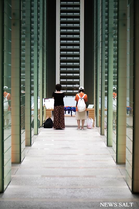 長崎原爆死没者追悼祈念館で耳をすませば