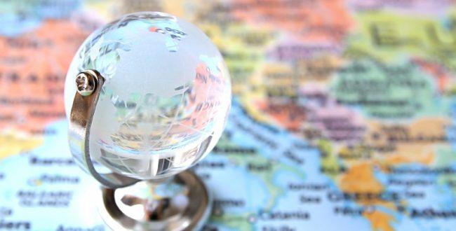 海外渡航の前に「たびレジ」に登録を。夏の海外安全強化月間、外務省