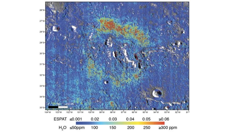 月の内部に大量の水が存在