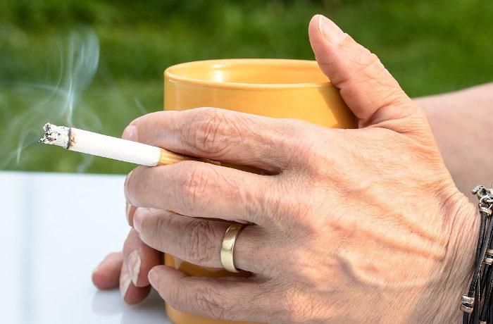 肺がん患者「飲食店で受動喫煙」87% 日本肺がん患者連絡会調査