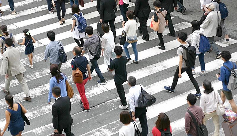 「歩き方」から個人認証 深層学習により大幅な精度向上