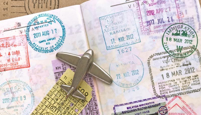 「強いパスポート」ランキング ドイツを抜いてシンガポールが世界一に