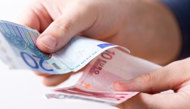 ドイツのクリスマスボーナス、アディダス、ドイツ銀などは100%支給