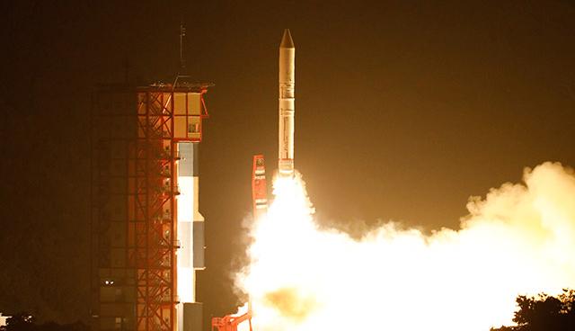 イプシロン3号機打ち上げ成功 幻想的な夜光雲も発生