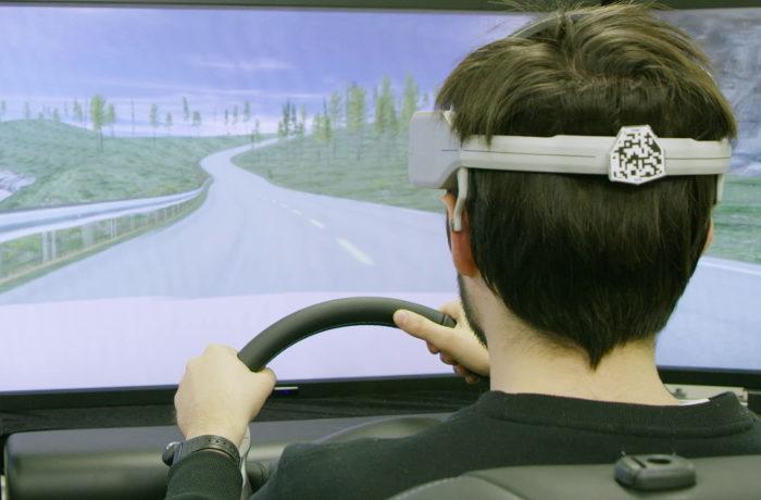 日産、脳波測定による運転支援技術を発表