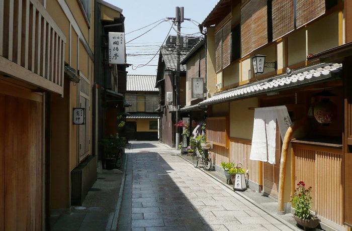 京都市「宿泊税」新設 観光振興など新たな財源に