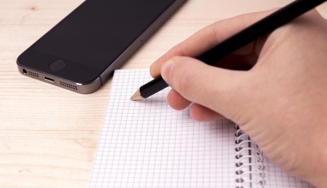 約9割の子どもがスマホを勉強時に使用 家族内でのルール設定を