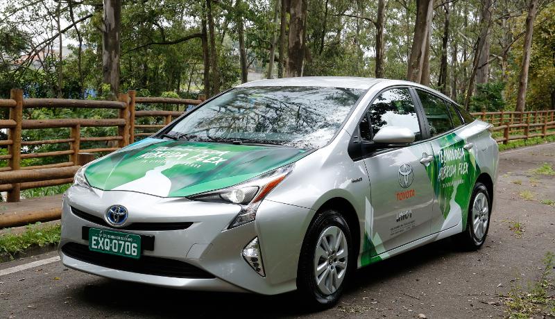 世界初 トヨタがアルコール燃料によるハイブリッドFFVをブラジルで公開