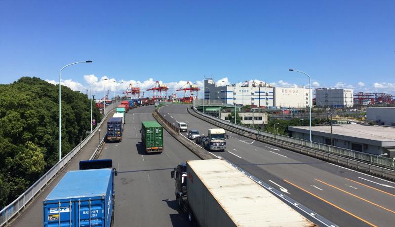 路線バスの空きスペースを活用した共同輸送で、CO2・運転時間を5割削減へ。