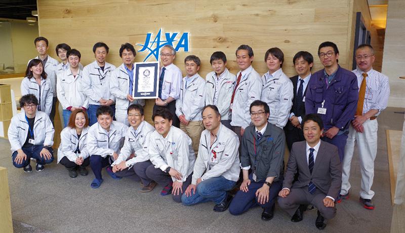 「最小の軌道ロケット」ギネス認定 JAXA