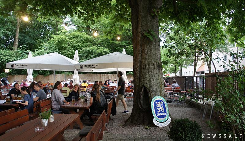 木陰のレストランで味わうミュンヘンの夏