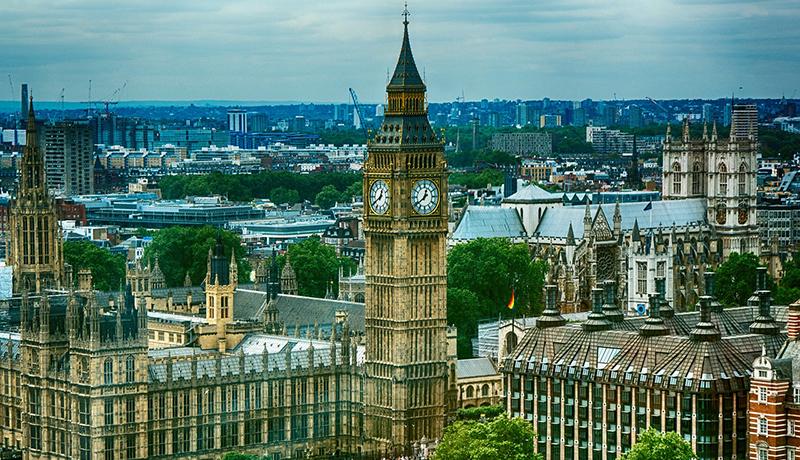 英国、女性参政権導入から100周年