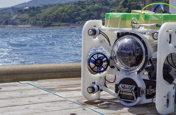 水中ドローンで深海1kmの生物調査に成功