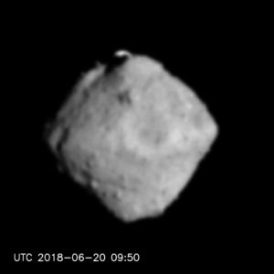 はやぶさ2が小惑星リュウグウに接近 最終の垂直降下軌道へ