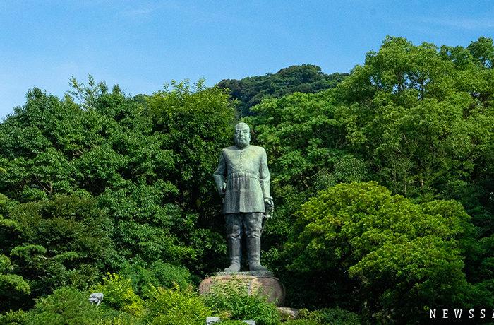 自刃の地に立つ薩摩の英雄「西郷どん」像
