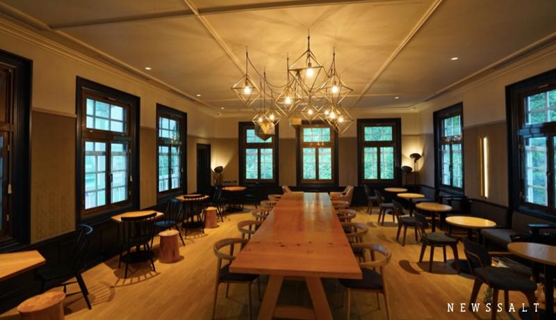 島津家の洋館がスタバに 薩摩の歴史と桜島の絶景を堪能