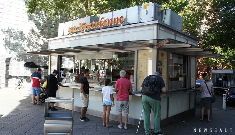 焼け跡のベルリンで生まれたカレーソーセージ ~ドイツ街めぐり・食めぐり(5)