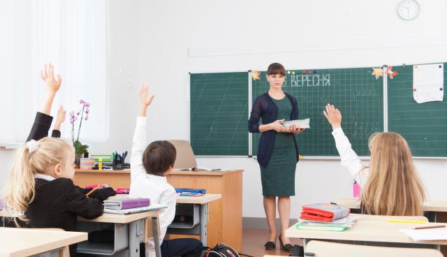小中学校でのスマホ使用禁止法案可決 フランスで9月から