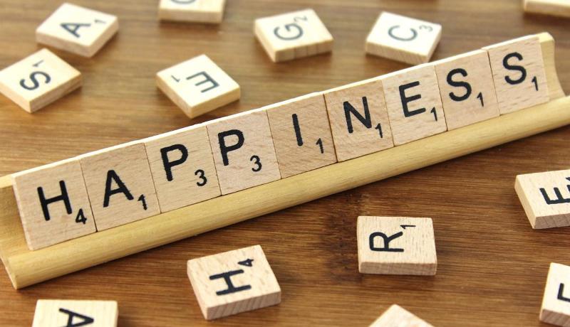 所得や学歴より「自己決定」が幸福度に影響