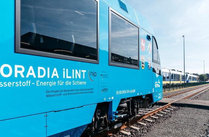 世界初の水素燃料鉄道が運行開始 ドイツ