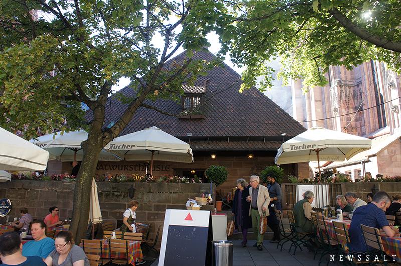 ブナの木で焼く香ばしいニュルンベルクのソーセージ ~ドイツ街めぐり・食めぐり(9)