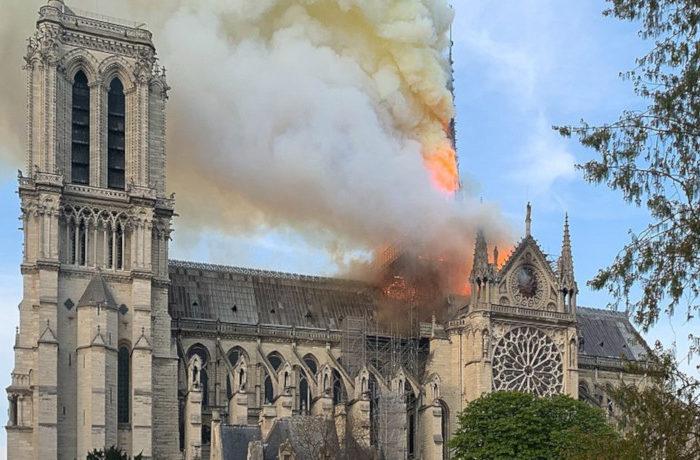ノートルダム大聖堂火災 問われる教会建築の防火対策