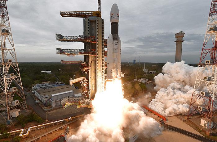 インドが月探査機「チャンドラヤーン2号」打ち上げに成功 史上4カ国目の月面着陸へ