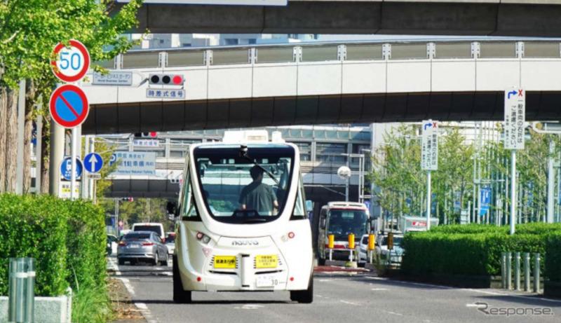 自動運転バスが幕張メッセ周辺を走行 SBドライブが公道実証実験