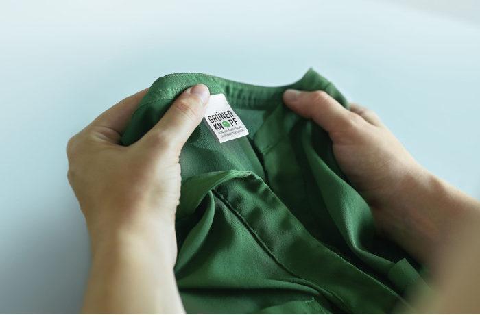 エコでフェアトレードな衣料品に「緑のボタン」を表示 ドイツ