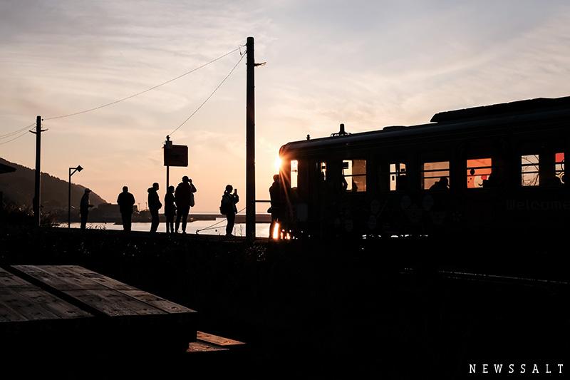 下灘駅の夕景 一面に瀬戸内海が見渡せる駅