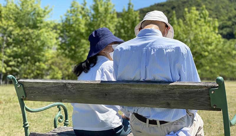 外出自粛前後でシニア世代の約7割が外出頻度と社会との関わりが減少